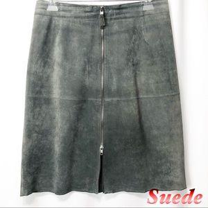 Isaac Mizrahi-Suede Gray zipper front skirt 10